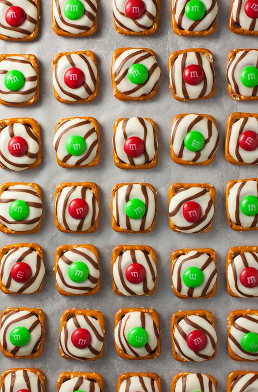 christmas-pretzel-hugs-srgb..jpg